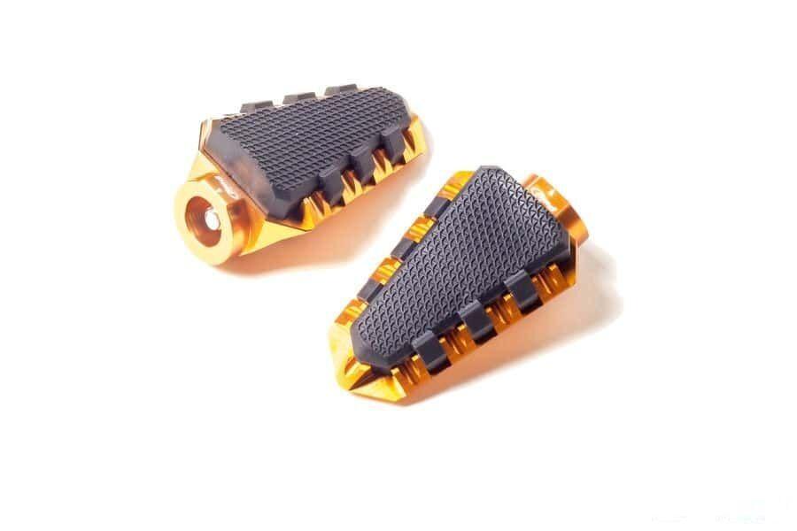 Obrázek produktu Stupačky bez adaptérů PUIG TRAIL zlatá s gumou